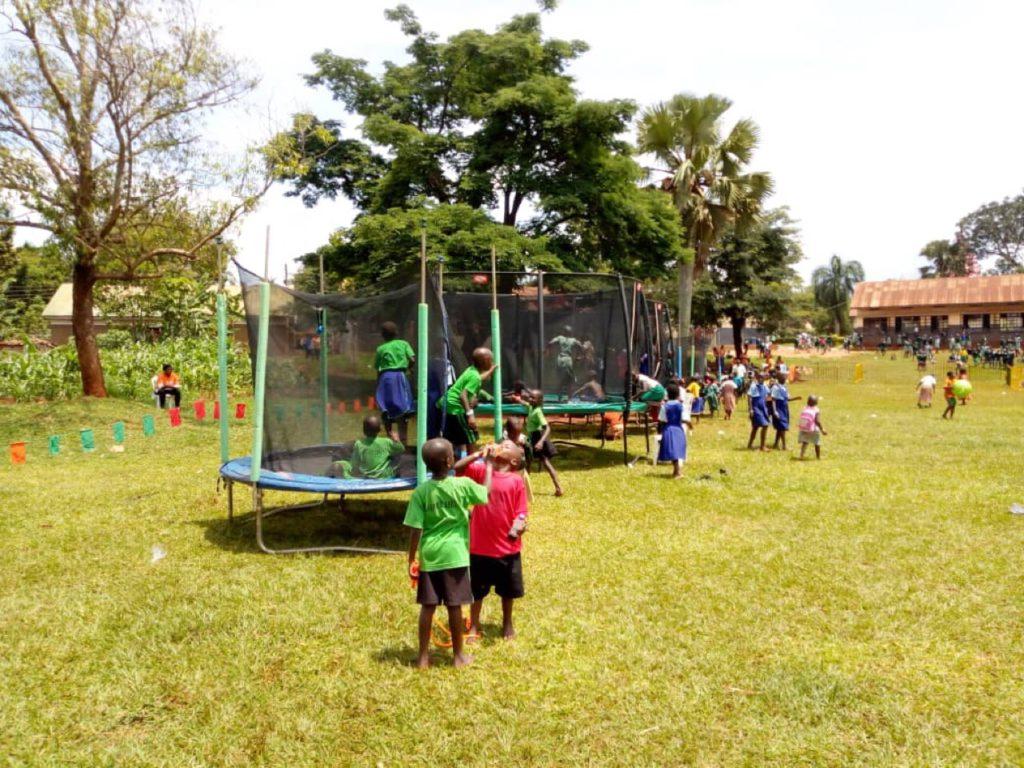 tjeko uganda berg trampolienes