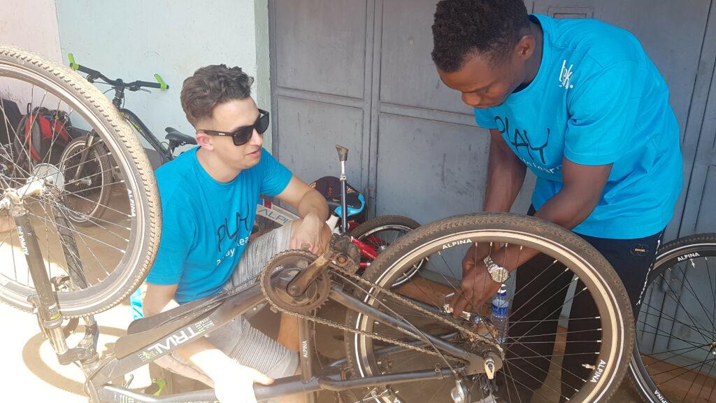Tjeko 12gobiking onderhoud fietsen uganda sponsoring