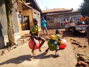 tjeko kinderen play fun uganda