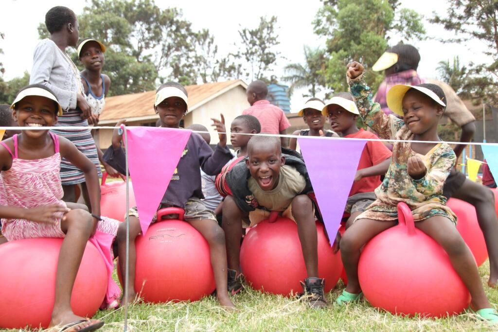 tjeko uganda skippy bal child fun